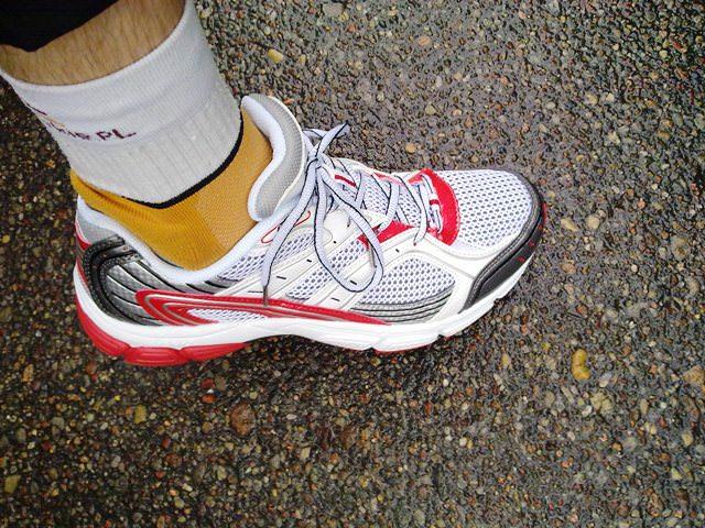 461774e6 Jest jednak alternatywa i to za jedyne …65 złotych, bo na tyle wyceniają  swój but producenci promujące swoje biegowe obuwie w jednym z  popularniejszych ...